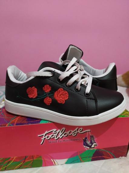 Zapatillas Número 36 Negras Con Flores