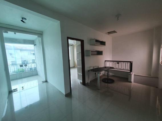 Vende Casa Triplex Com 5 Quartos, Quintal Espaçoso Com Piscina E Churrasqueira Na Rua Iliria, Vila Da Penha. - Ca00147 - 34897150