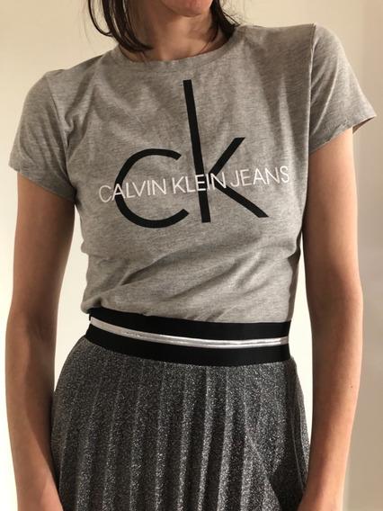 Calvin Klein Remera Gris Mujer Con Logo Talle S