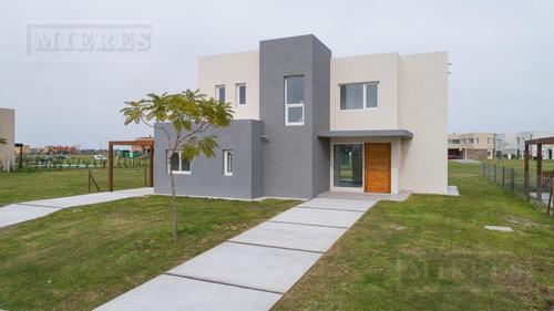 Casa En Venta  En  Puertos Barrio Vistas, Con Renta