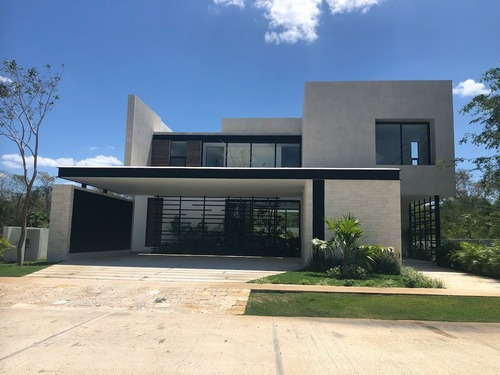 Residencia En Yucatan Country Club, Privada Oasis Lote 181