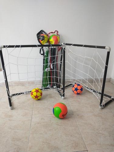 Cancha De Fútbol  Para Niños Con Balón