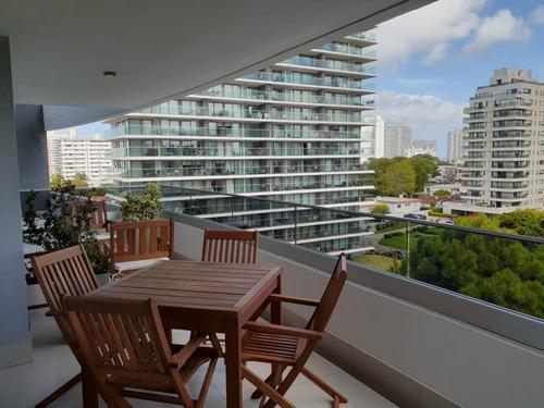 Venta Apartamento 2 Dormitorio Y Servicio, Playa Brava