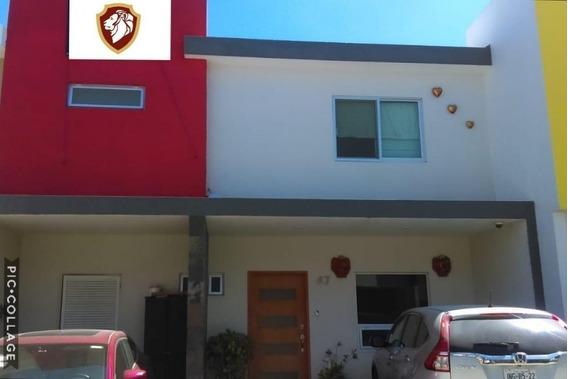 Hermosa Residencia En Renta Amueblada En Solares Condominio En Guadalajara