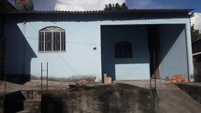 Casa Com 2 Quartos, Banheiro, Garagem E Quintal