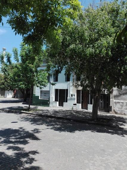 Chacabuco Y Cochabamba. Departamento Tipo Casa Con Patio.