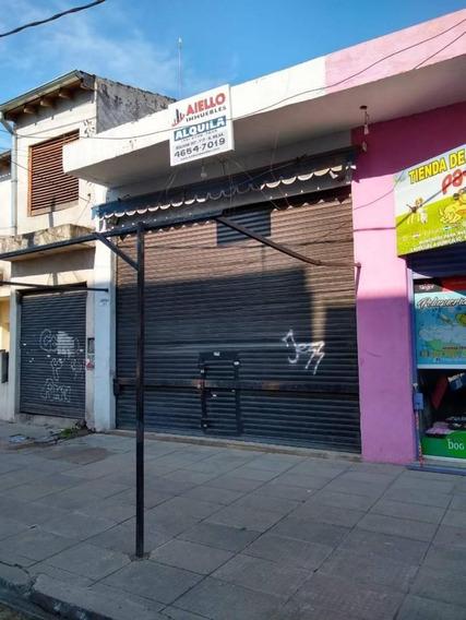 Local Comercial En Alquiler, Grande Alto Y Luminoso Vidriera