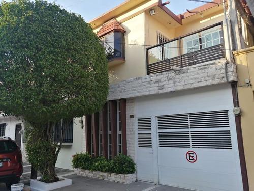 Imagen 1 de 12 de Casa De Dos Niveles En Venta En Fracc. Reforma, Veracruz, Ve