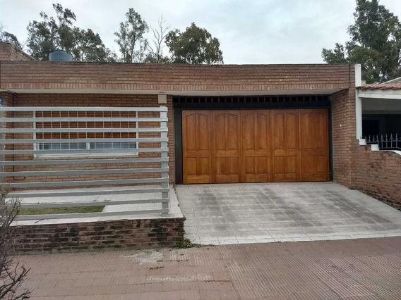 En Venta : Casa 4 Dormitorios-parque Vélez Sarsfield- Córdoba