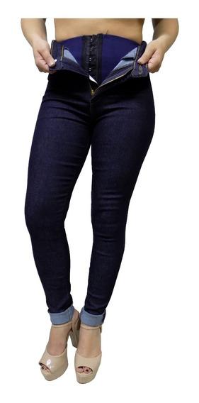 Calça Sawary Jeans Feminina Com Cinta Modeladora Na Parte De Dentro Cintura Alta Hot Pants Cor Bem Escura Quase Preta