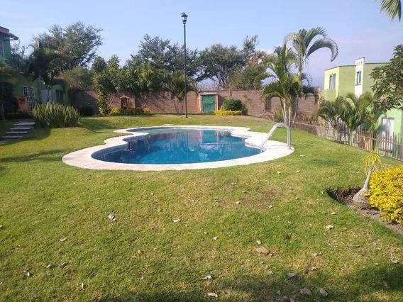 Casa En Campo Verde, Con Alberca Común
