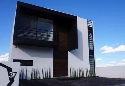 Residencia Inteligente De Autor, Zibata. 4 Baños, 3 Recámaras, Estudio, Roof G..