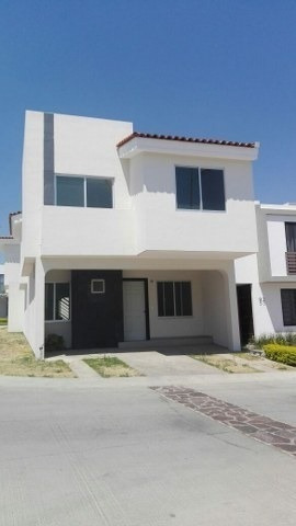 Renta Casa En Fracc. Altavista - 1554001062