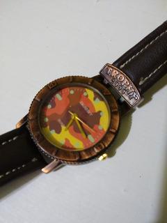 Reloj Trophy Cuartz Camuflado Caja Color Cobre Con Cuero