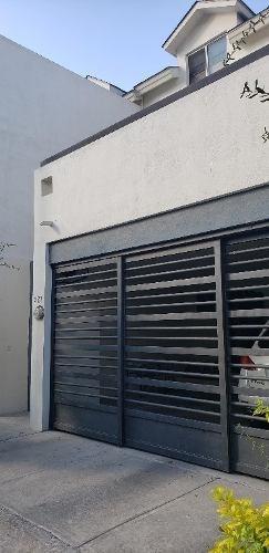Casa En Venta En Puerta De Hierro En Monterrey