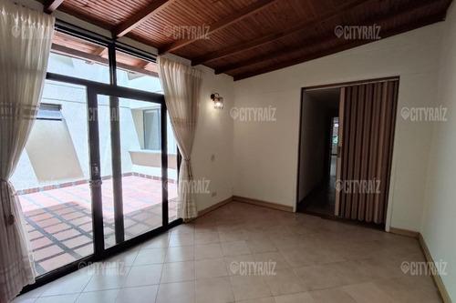Apartamento En Arriendo En Medellin Laureles