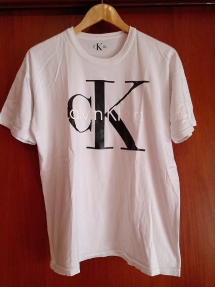 Remera Calvin Klein Talle Xl Unisex Leer Descripción