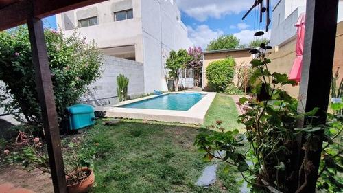 Imagen 1 de 27 de Casa 3 Dormitorios, 3 Baños Y Piscina -lote De 8 X 45 Mts Y 160 Mts 2 Cubiertos- La Plata