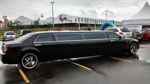 Imagem 1 de 4 de Limousine Chrysler 300c Preta -