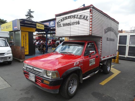Toyota Hilux Mt 2400cc 4x2 Furgon