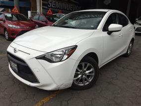 Toyota Yaris 1.5 R Le Mt 2017 *financiamiento*