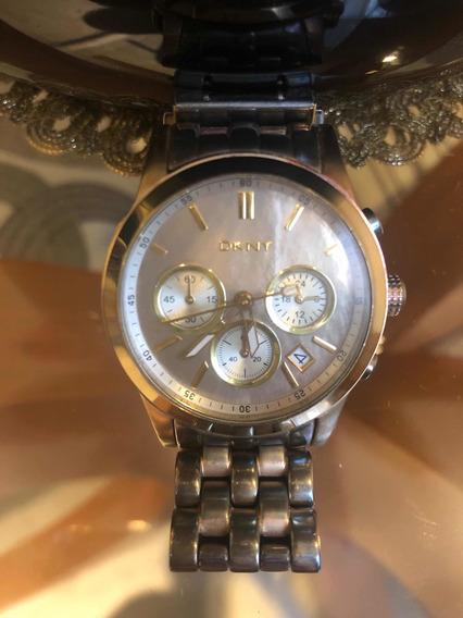 Relógio Dkny Dourado Com Fundo Em Madrepérola