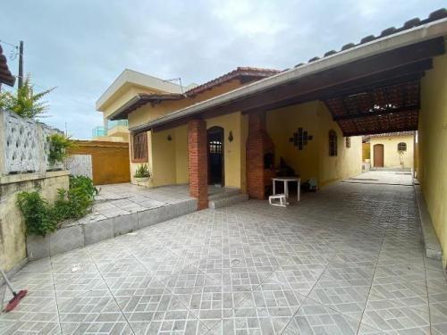 Imagem 1 de 14 de Casa Com Piscina E 3 Dormitórios Perto Da Praia!