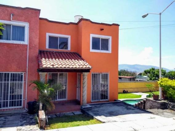 Casa En Bonito Condominio
