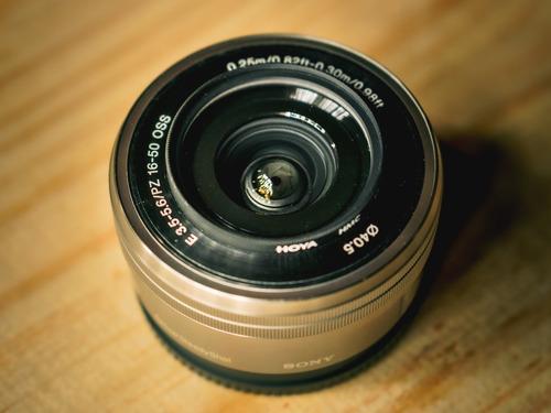 Lente Sony E Pz 16-50mm F/3.5-5.6 Selp1650 Oss Com Filtro Uv