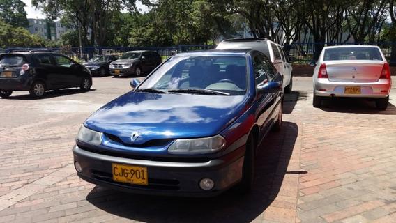 Excelente Carro Amplio Laguna 2001