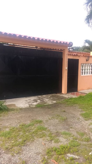 Casa 4 Habitaciones 2 Baños, Terreno Amplio.
