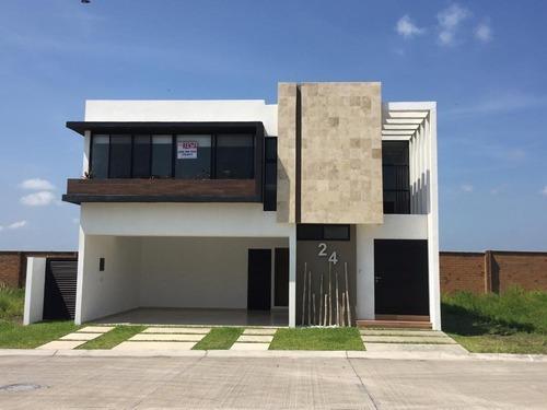 Punta Tiburon, Casa En Renta Con Estancia Familiar En Planta Baja Y Área De Tv