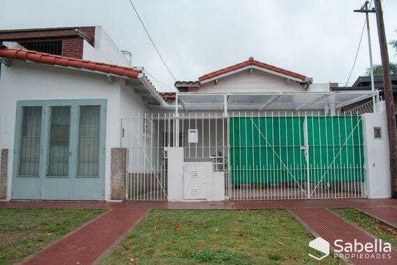 Venta De Casa 2 Dormitorios En Tolosa, La Plata.