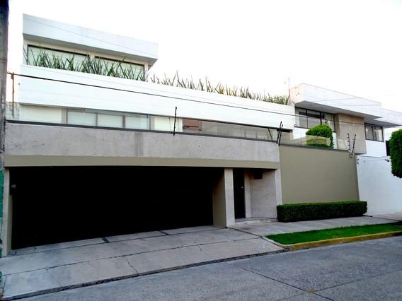 Casa Recién Remodelada Con Tres Cuartos Y Cinco Baños.
