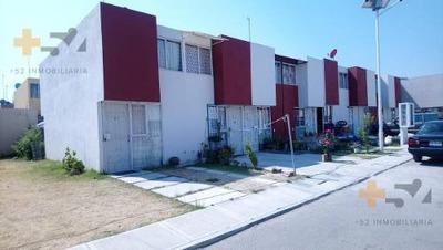 Casas En Venta En Fracc. La Giralda, Cerca De 11 Sur
