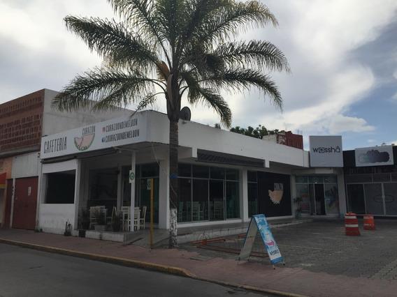 Local Para Restaurante En Pequeña Plaza Con Estacionamiento