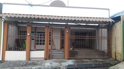 Casa Con Amplio Patio Y Cerca De Lugares De Conveniencia