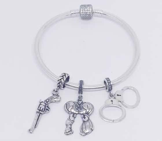 Bracelete Prata925 Rigido Cravejado Com Berloques