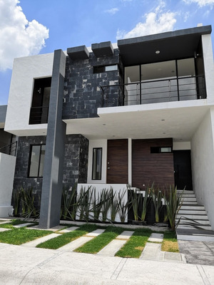 Residencia Con Espectacular Vista, Arquitectura Y Alberca