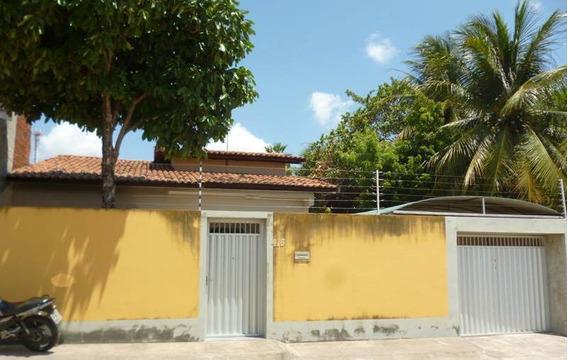 Casa Com 3 Quartos No Aracapé - Garagem, Suíte