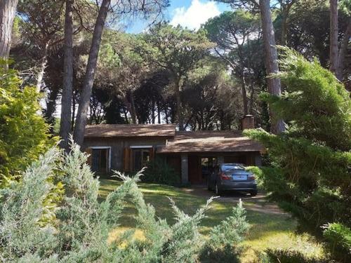 Imagen 1 de 14 de Casa En El Bosque De Cariló Con Piscina Climatizada