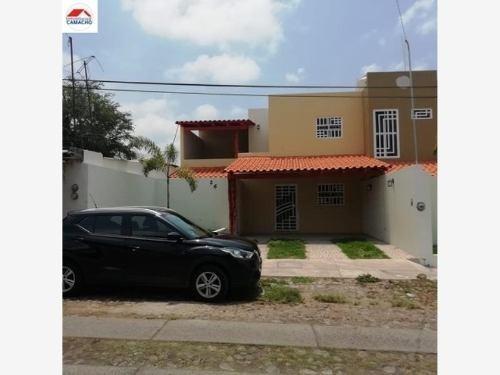 Casa Sola En Venta Col. Centro, Cuauhtémoc, Colima; Con Terreno Amplio Y Bonito Diseño...