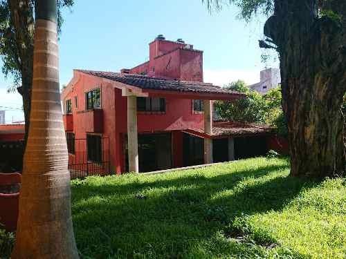Se Renta Casa Con Jardin Y Alberca En Vista Hermosa