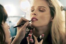 Se Brinda Servicio De Maquillaje