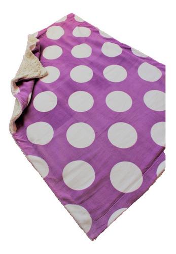 Imagen 1 de 4 de Cobertor Con Borrega Para Cuna 1.00x1.30 Modelo Dots Lila