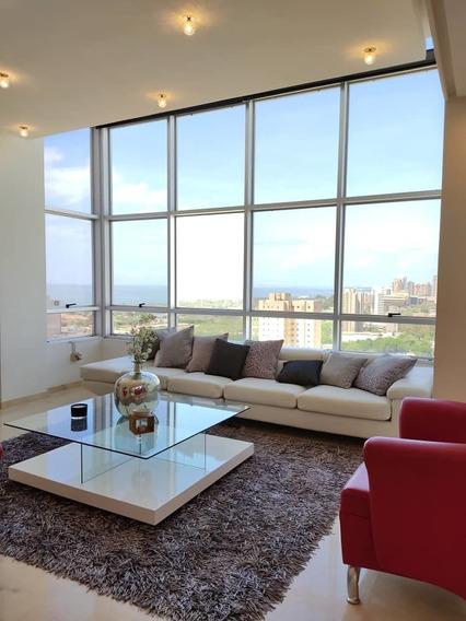 Apartamento De Lujo, Totalmente Actualizado Y Amoblado
