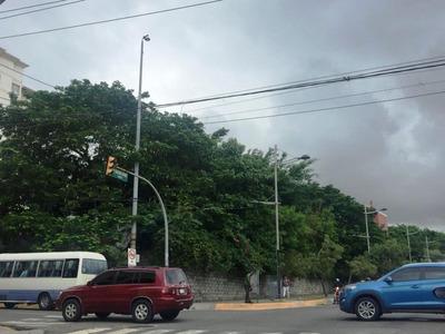 Excelene Tereeno En Venta En La Avenida Bolivar.