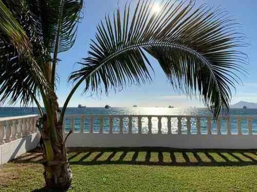 Villa Frente Al Mar En Condominio Sol Y Mar