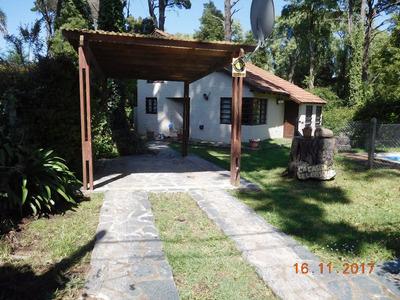 Casa En Dos Plantas Para 7/8 ,living ,2 Dormitorios,pileta,
