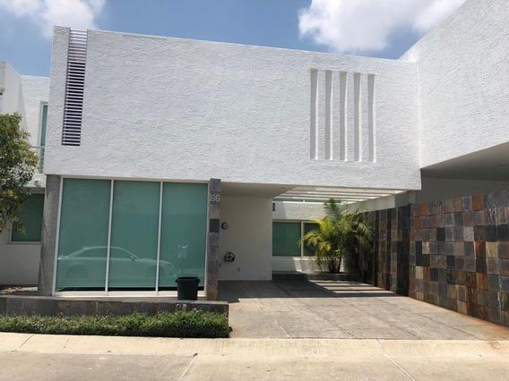 Casa Renta Condominio Villa De Asis.